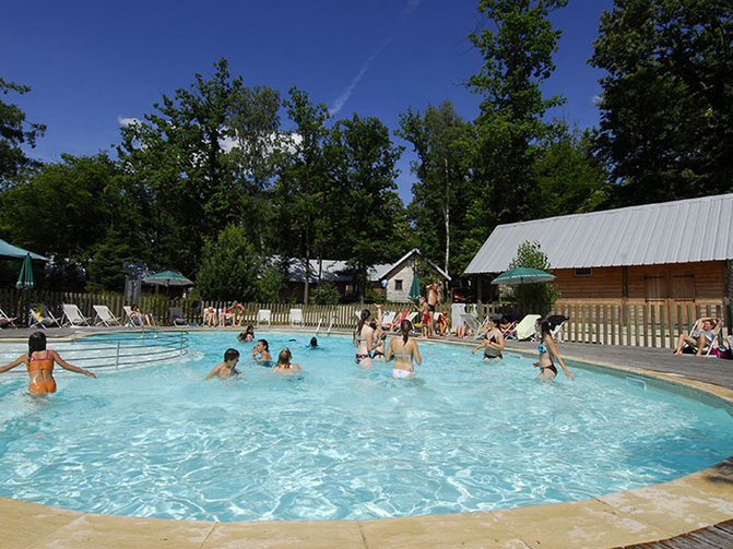 Camping nature huttopia versailles yvelines tourisme for Piscine versailles