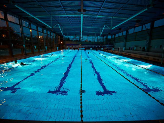La piscine corneille la celle saint cloud yvelines for Piscine yvelines