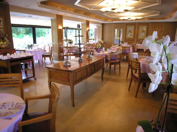 Restaurant cazaudehore la foresti re yvelines tourisme for Restaurant jardin yvelines