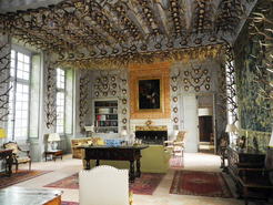 Collection des bois de cerfs au château de la Celle-les-Bordes