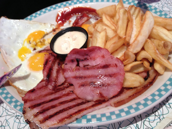 Tommy's diner plat bacon 800x600